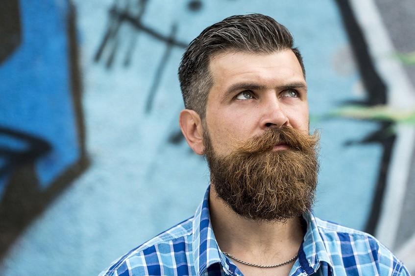 Fylligt skägg